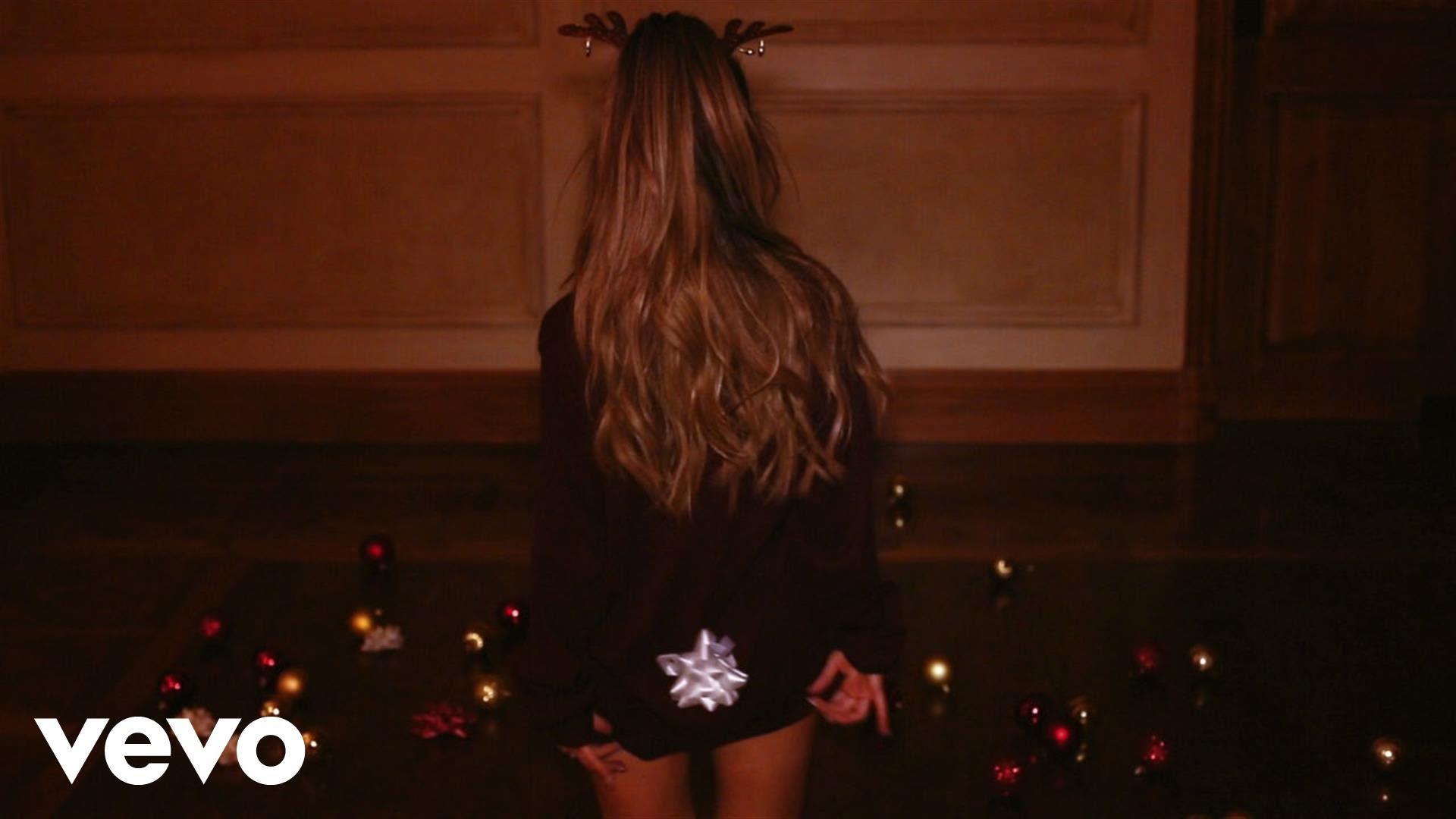 Ariana Grande — Santa Tell Me