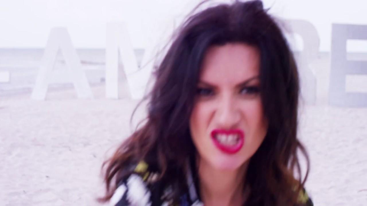 Laura Pausini — Io c'ero (+ amore x favore) [Official Video]