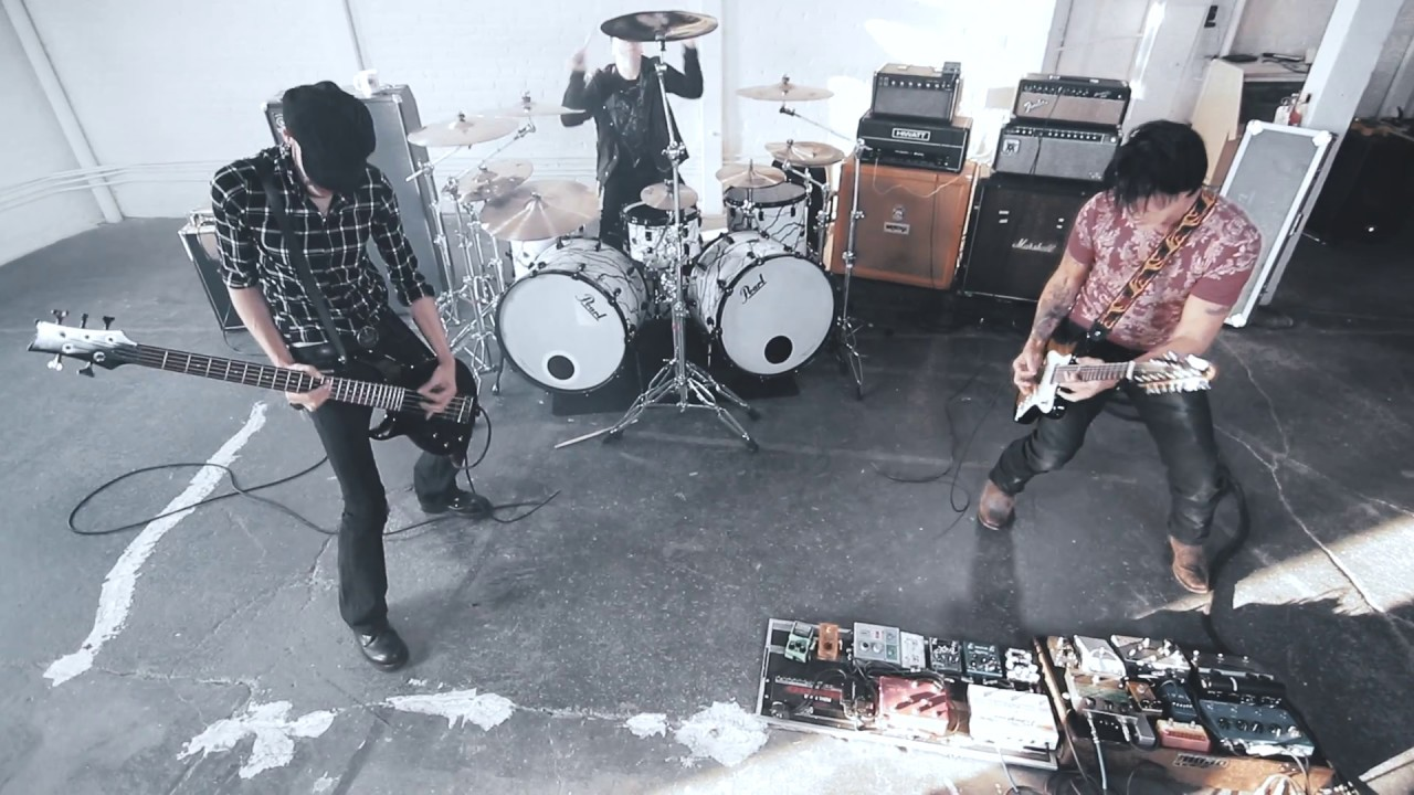 KXM «NOISES IN THE SKY» / Official Video / George Lynch, dUg Pinnick (King's X), Ray Luzier (Korn)