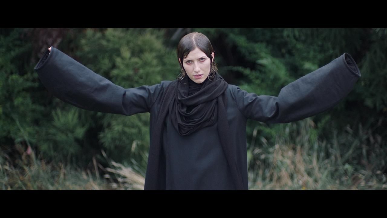 Aldous Harding — Horizon (Official Video)