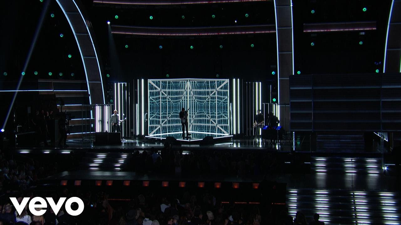 Keith Urban — The Fighter (Grammy Performance) ft. Carrie Underwood