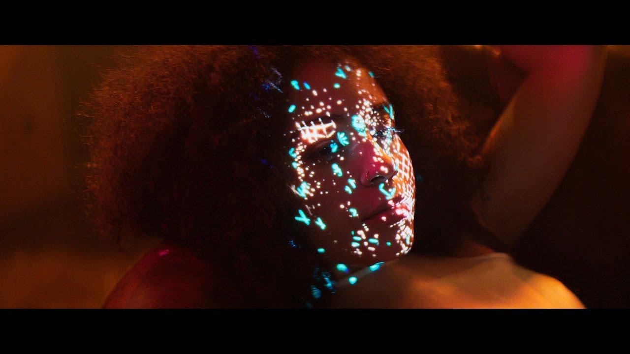 Rytmus — Neporovnávaj Užívaj feat. Laris Diam (prod. Maiky Beatz) |OFFICIAL VIDEO|