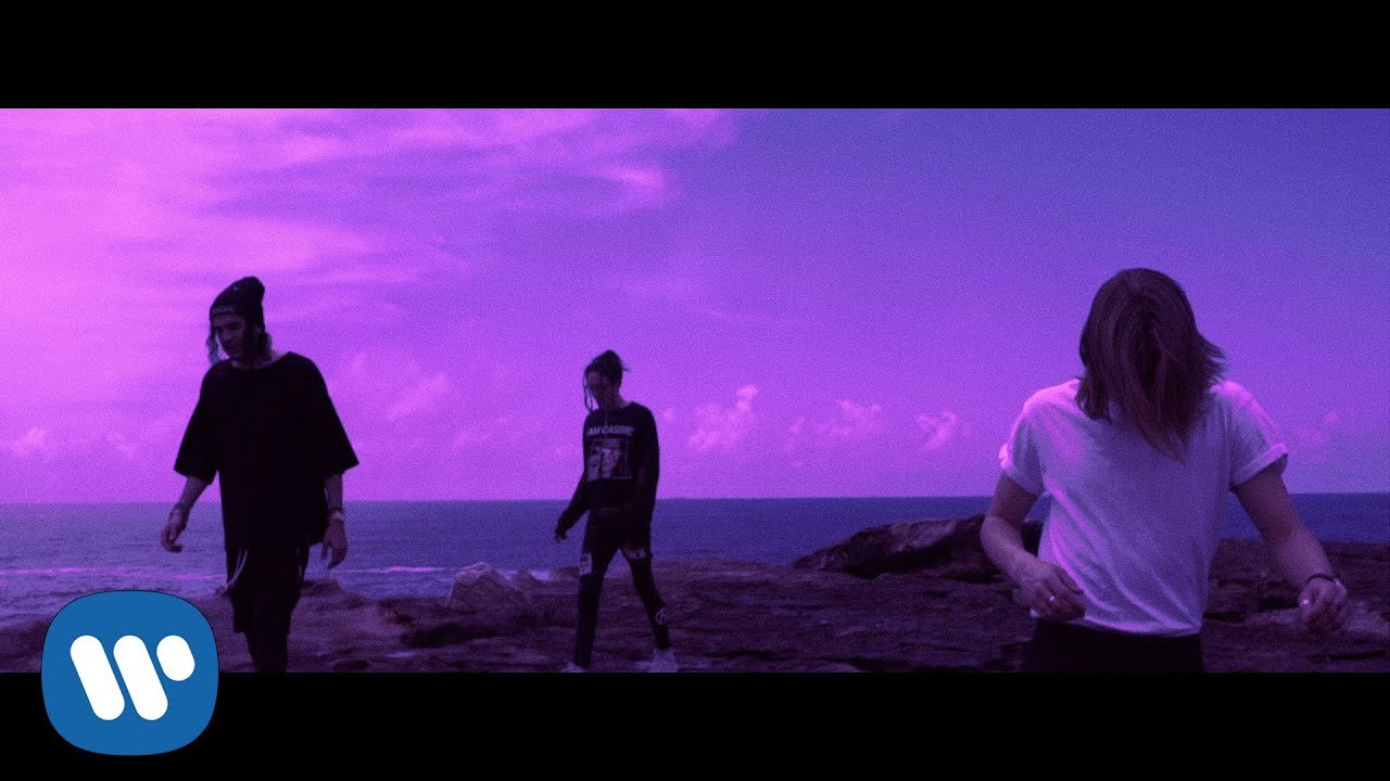 Chase Atlantic — «SWIM» (Official Music Video)